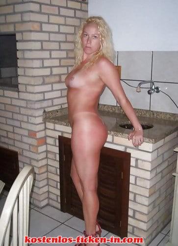 Blonde Hausfrau sucht hemmungslose Sextreffen