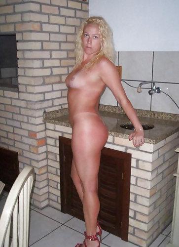 Blonde Hausfrau aus Karlsruhe sucht dich für hemmungslose Sextreffen