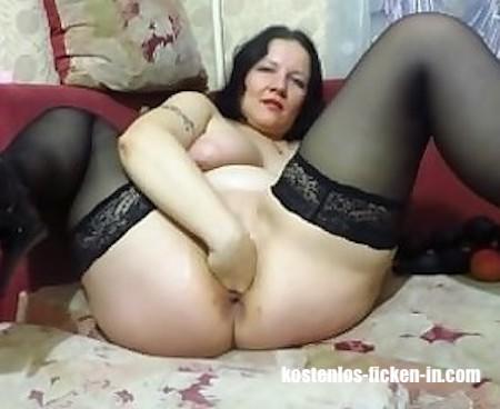 Hausfrau steht auf Fisting beim Sextreffen